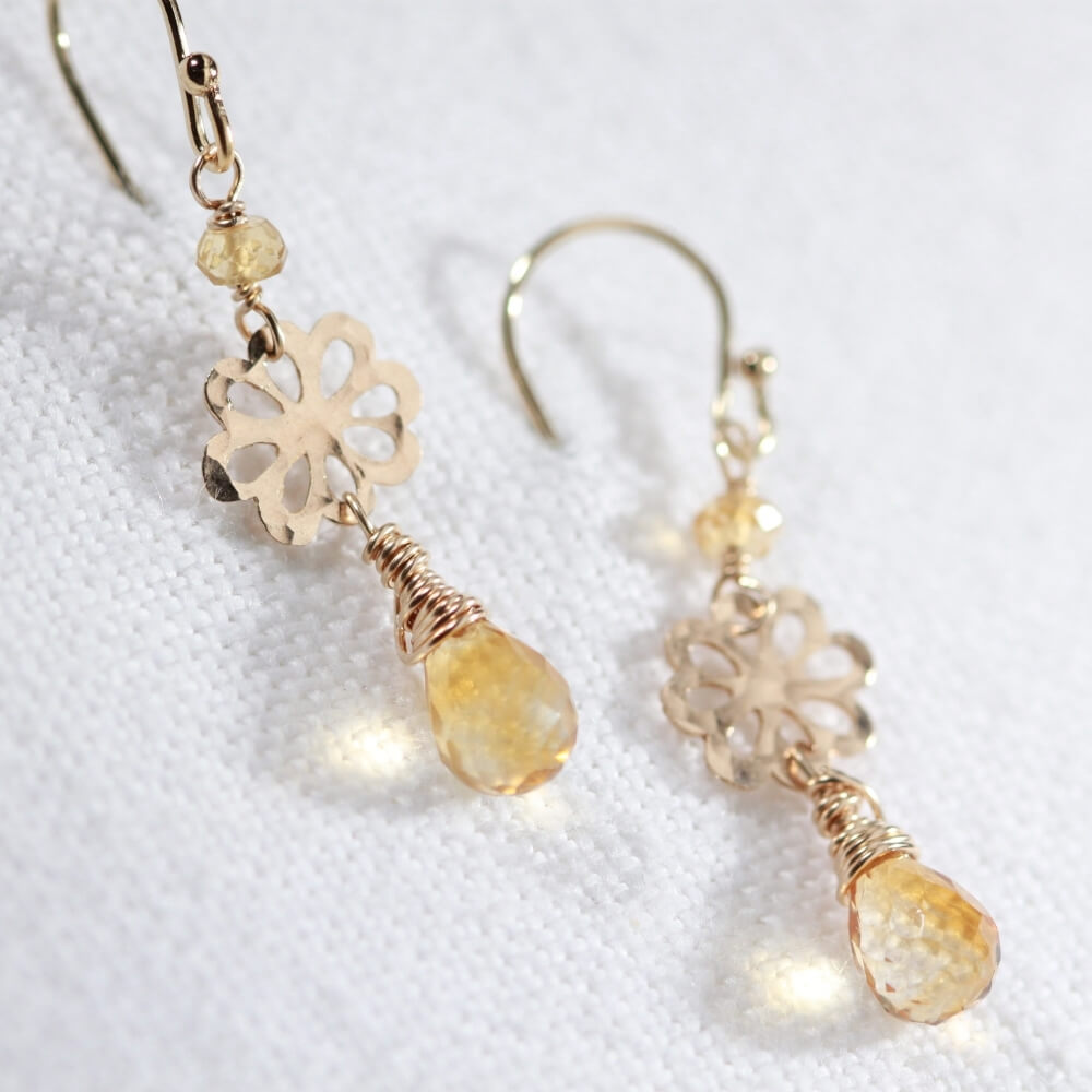 Citrine gemstone and hammered flower Earrings in 14 kt Gold Filled