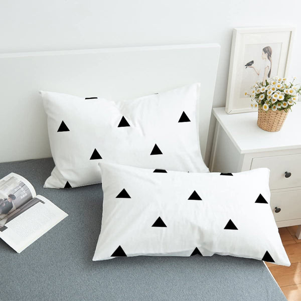 Koongso Black and White Triangle Print Bedding Pillowcase Envelope Closure for Home D¨¦cor Standard/King Size