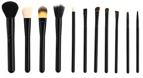 Various types of beauty brushes