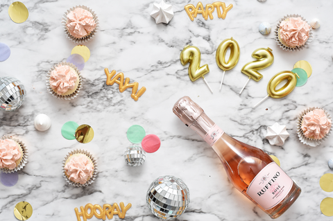 2020 trends flatlay champagne