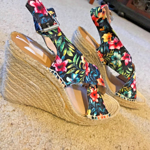 DOLCE VITA SOVAY Tropical Floral Canvas Wedge-Heeled Espadrille Sandals