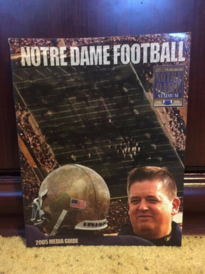 2005 UNIVERSITY OF NOTRE DAME FIGHTING IRISH  COLLEGE FOOTBALL MEDIA GUIDE b6