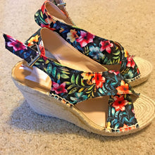 Load image into Gallery viewer, DOLCE VITA SOVAY Tropical Floral Canvas Wedge-Heeled Espadrille Sandals