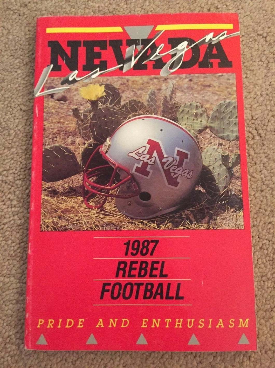1987 UNLV REBEL UNIVERSITY OF LAS VEGAS COLLEGE FOOTBALL MEDIA GUIDE EX  BOX7