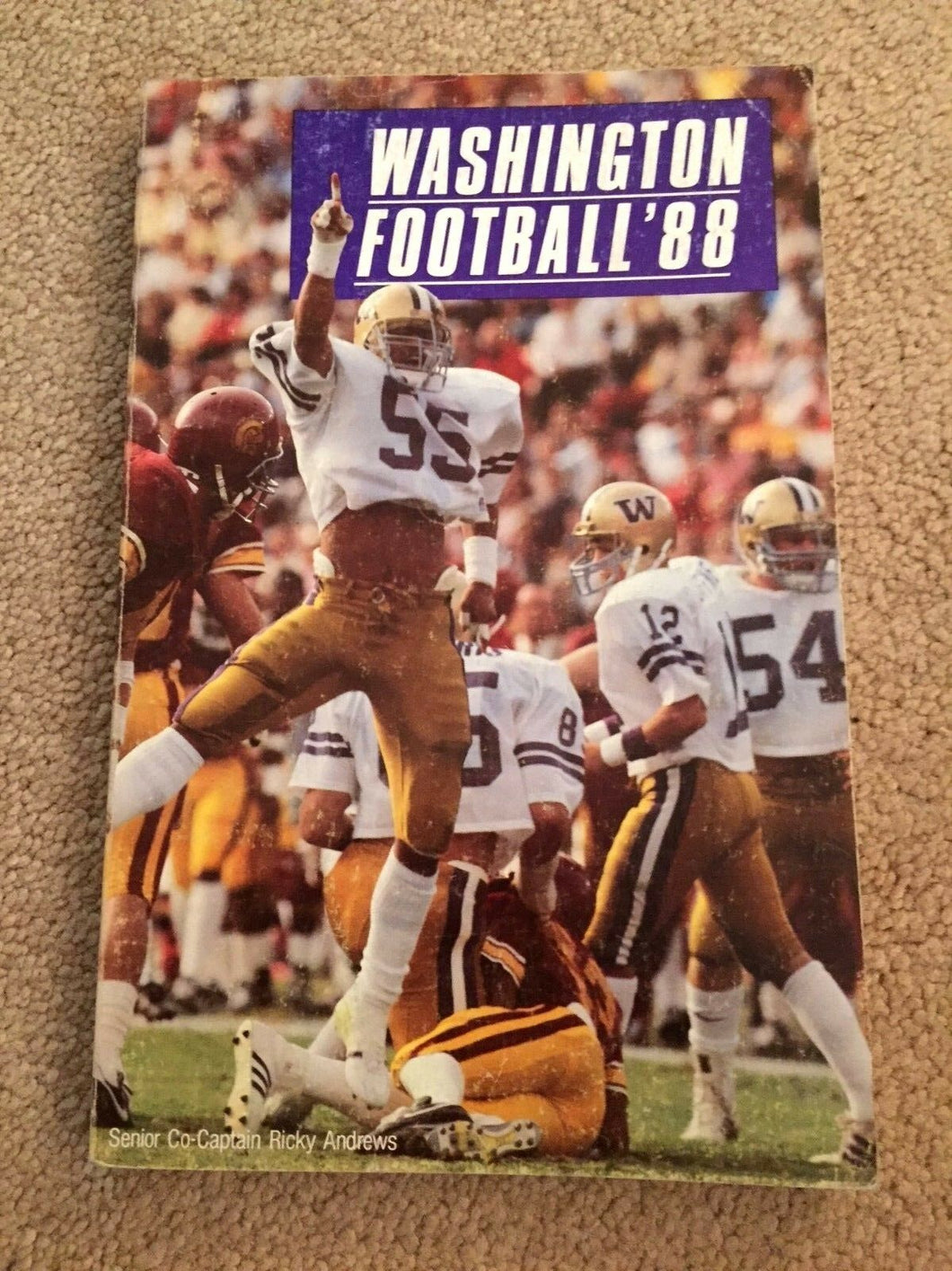 1988 WASHINGTON FOOTBALL BOOK MEDIA GUIDE B0X7
