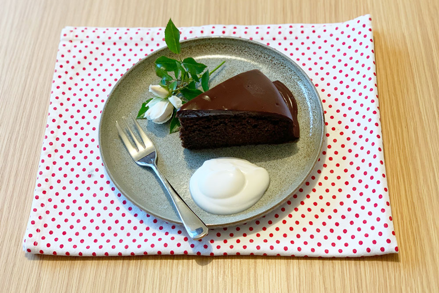 AVOCADO OIL AND HEMP CHOCOLATE CAKE