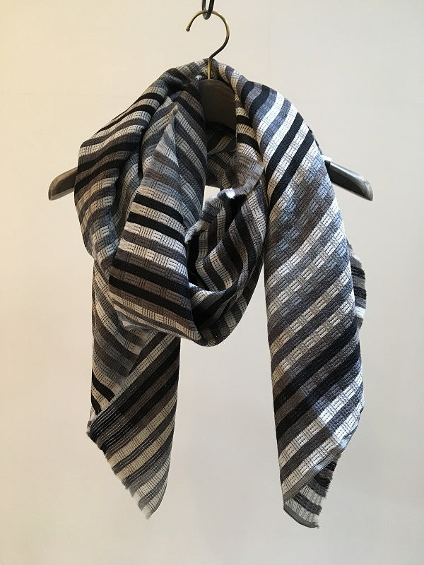 TRAITS / AURORE WOOL SILK STOLE / MONOCHROME
