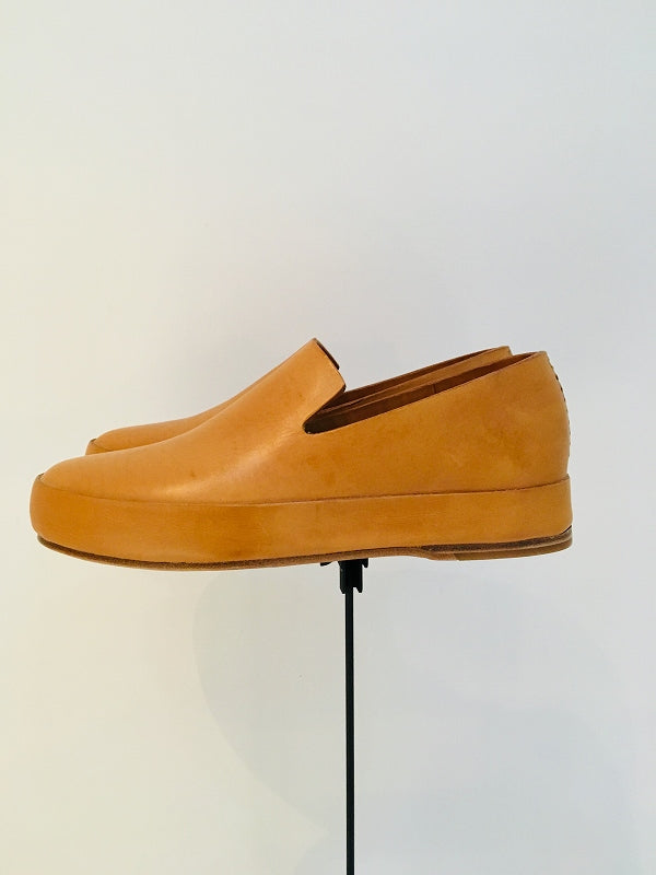 FEIT / HAND SEWN SLIPPER / NATURAL