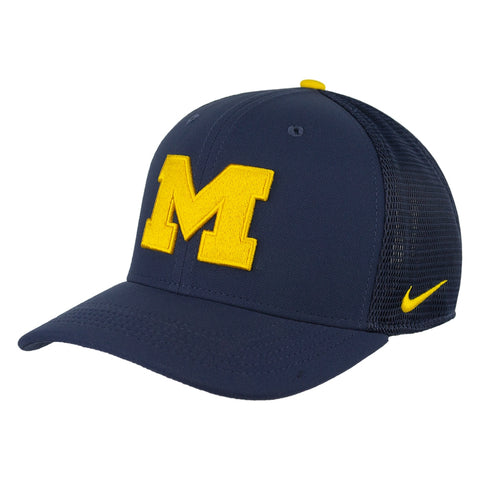UM Nike Aerobill Stretch Flex Fit Hat