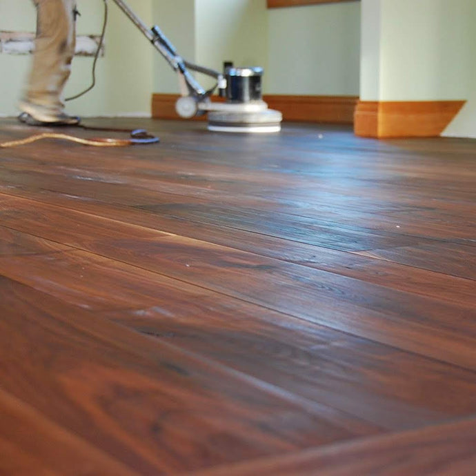 Character Walnut with Contour Sanding Flooring