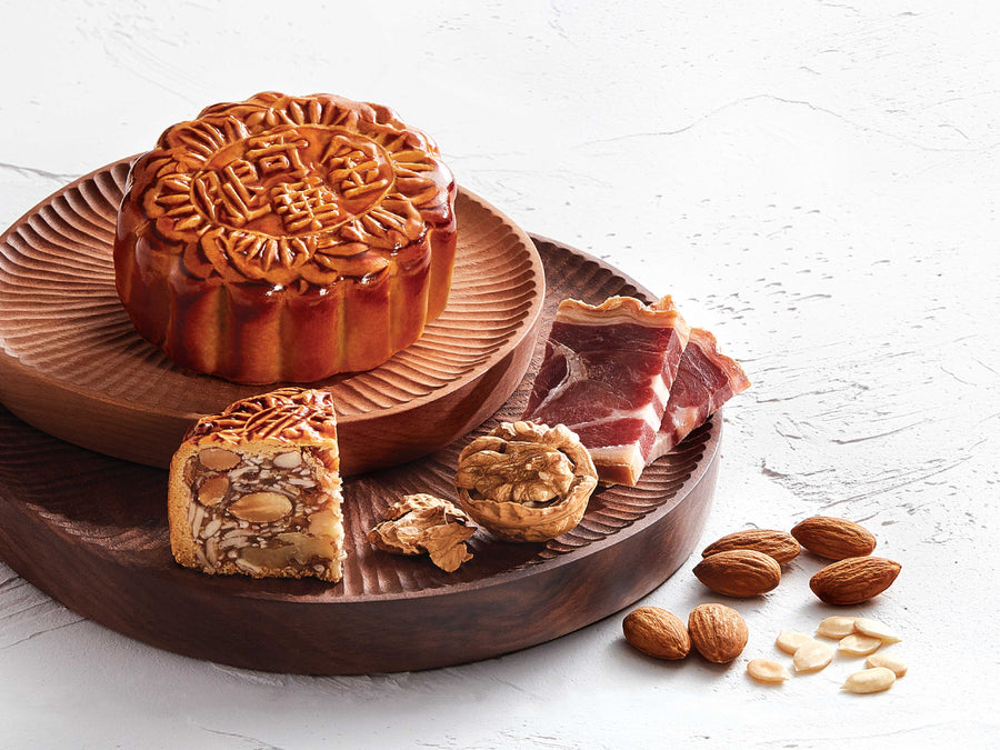Mixed Nuts and Ham Mooncake w/ yolk 蛋黃火腿五仁月