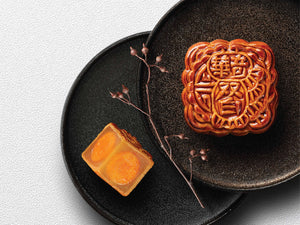 Golden Lotus Seed Paste Mooncake with yolk   蛋黃金蓮蓉月