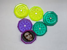 Load image into Gallery viewer, Bob Marley Plastic Grinder