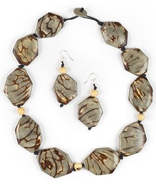 Charcoal necklace with earrings. Organic Tagua. Ecuador.