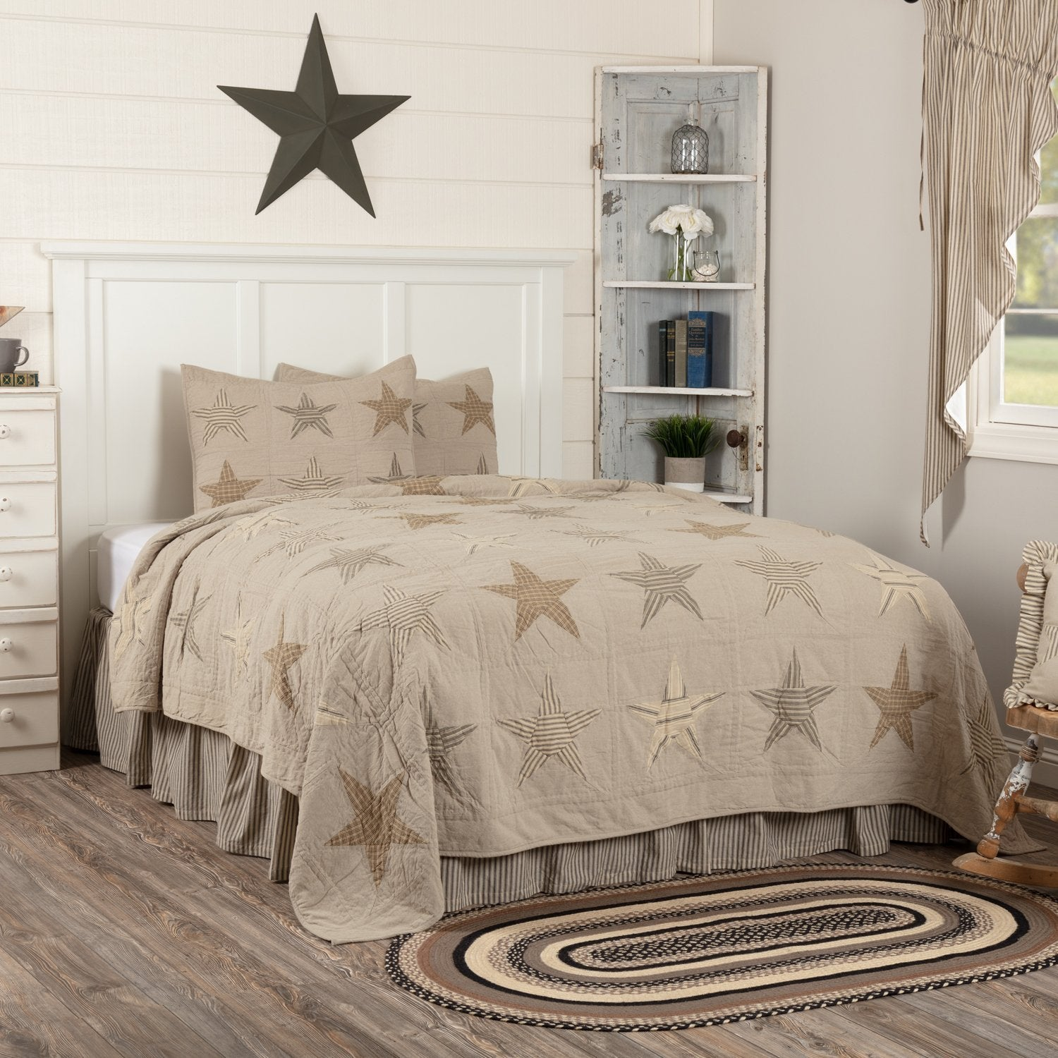 Sawyer Mill Star Charcoal Quilt.