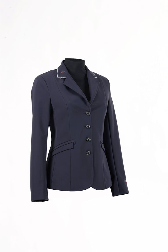blue | model CINDY PREMIUM | lady horse riding jacket | model CINDY | tech fabric | technical materials | technical fabric | riding | equestrian | Makebe | Made in Italy | clothing | jacket | riding jacket | free movememt system | comfort | comfort of movements | elastic materials | riding elastic jacket | elegance | blue jacket | blue navy |
