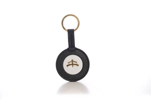 Round Key Ring | leather | leather fashion | fashion accessories | leather accessories | key holder |  keychain | Made in Italy | craftsmanship | Makebe | black | white |