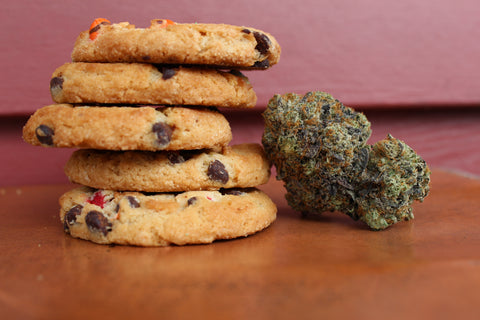 Cannabis-flower-next-to-uneven-stack-of-cookies