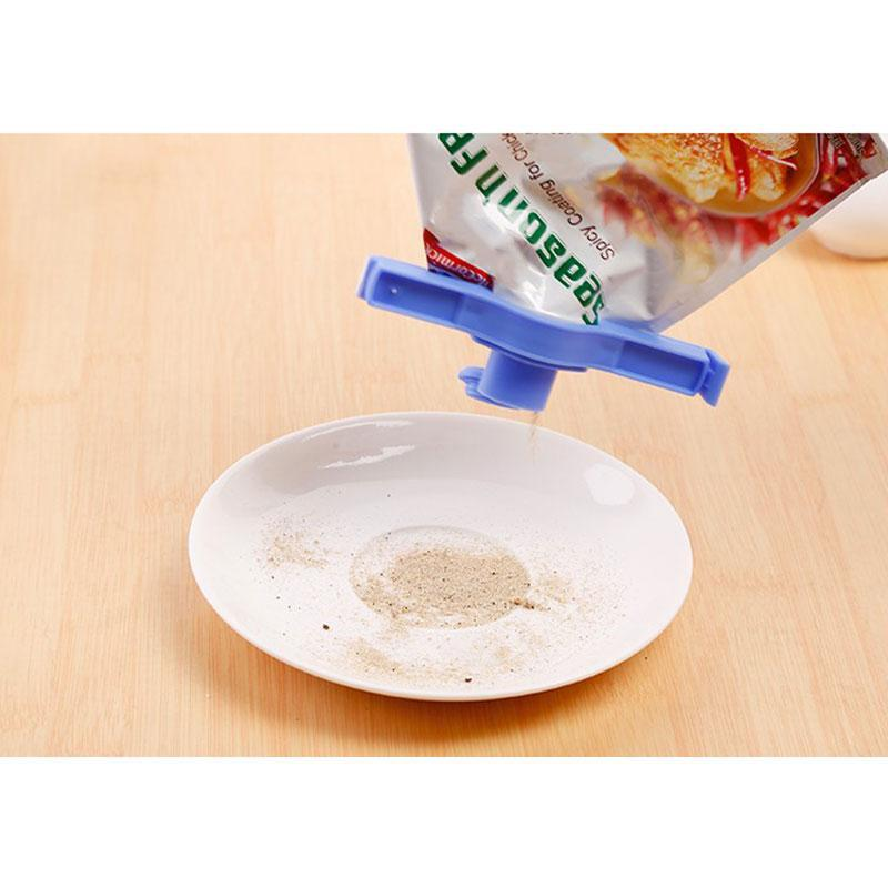 Food Sealing Clip With Discharge Nozzle