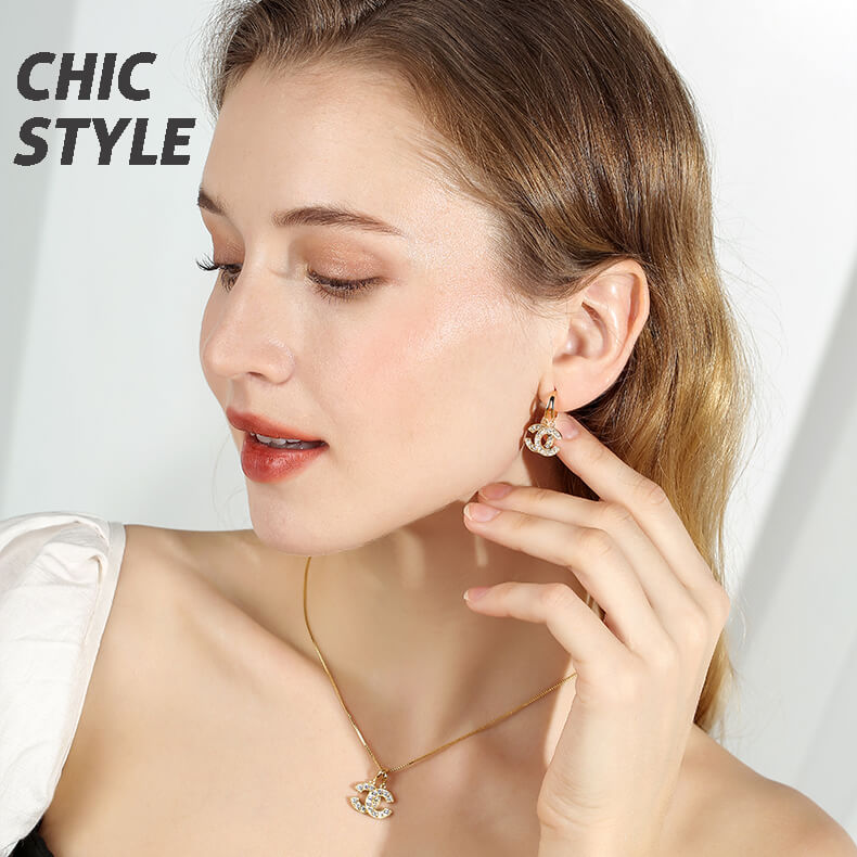 Double C Zircon Chic Clavicle Necklace
