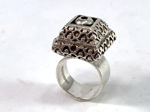 Pentti Sarpaneva for Turun Hopea Finland 1968 Solid 830 Silver Ring.