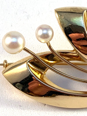 G Dahlgren, Sweden year 1963, 18k Gold Cultured Pearl Brooch.