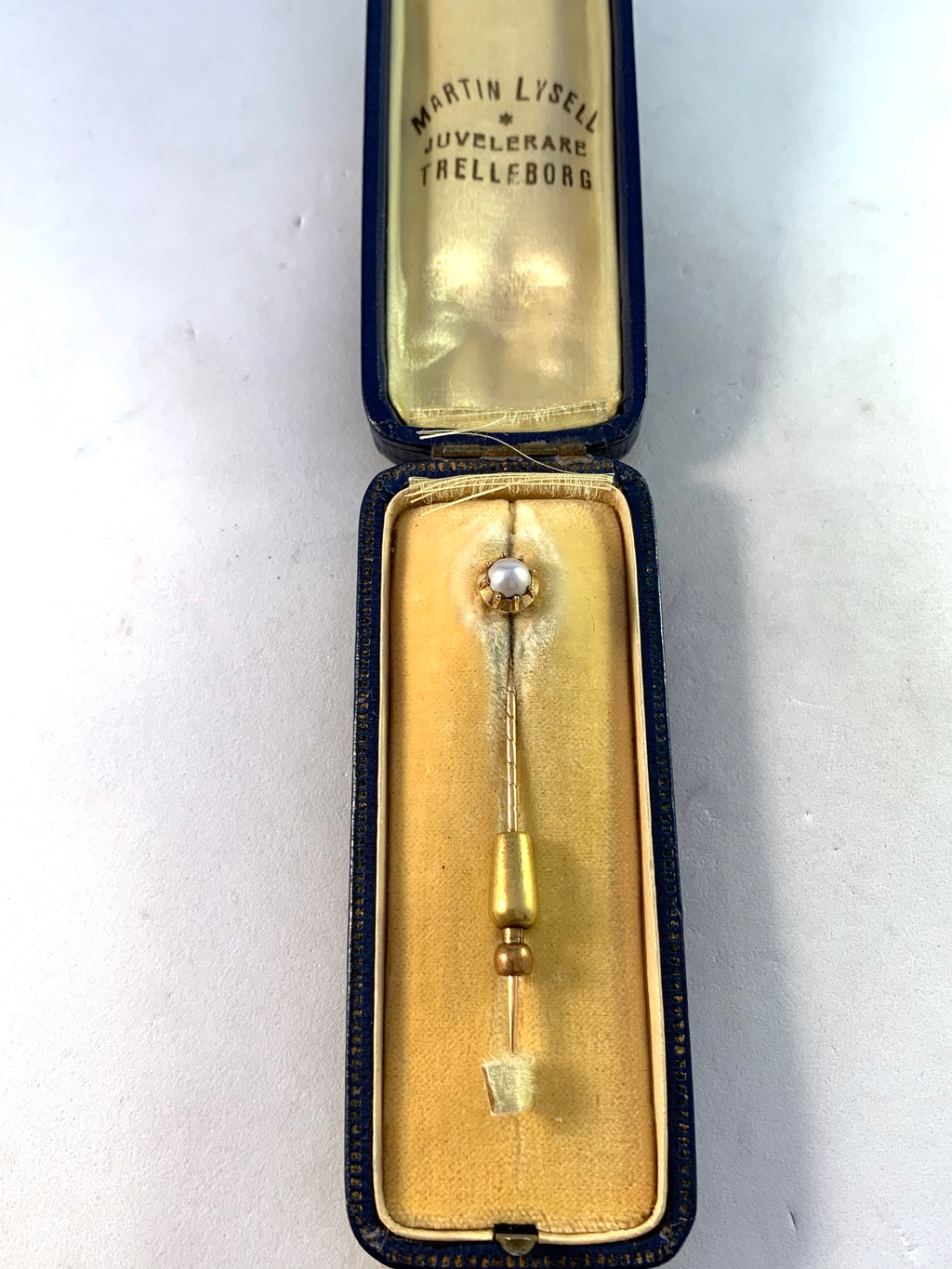 Martin Lysell, Sweden year 1922. 18k Gold Pearl Pin. Boxed.