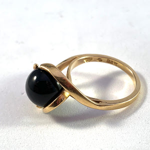 Ibsen & Weeke, Copenhagen year 1952-1979 Modernist 18k Gold Onyx Ring.