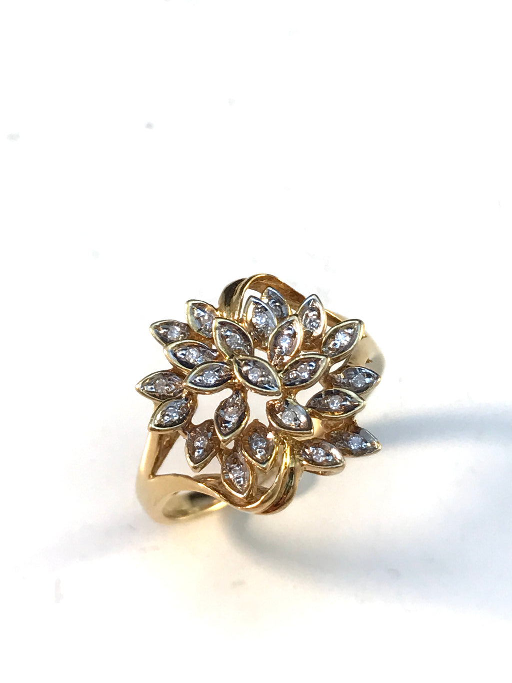 Vintage Mid Century 18k Gold Diamond Ring.