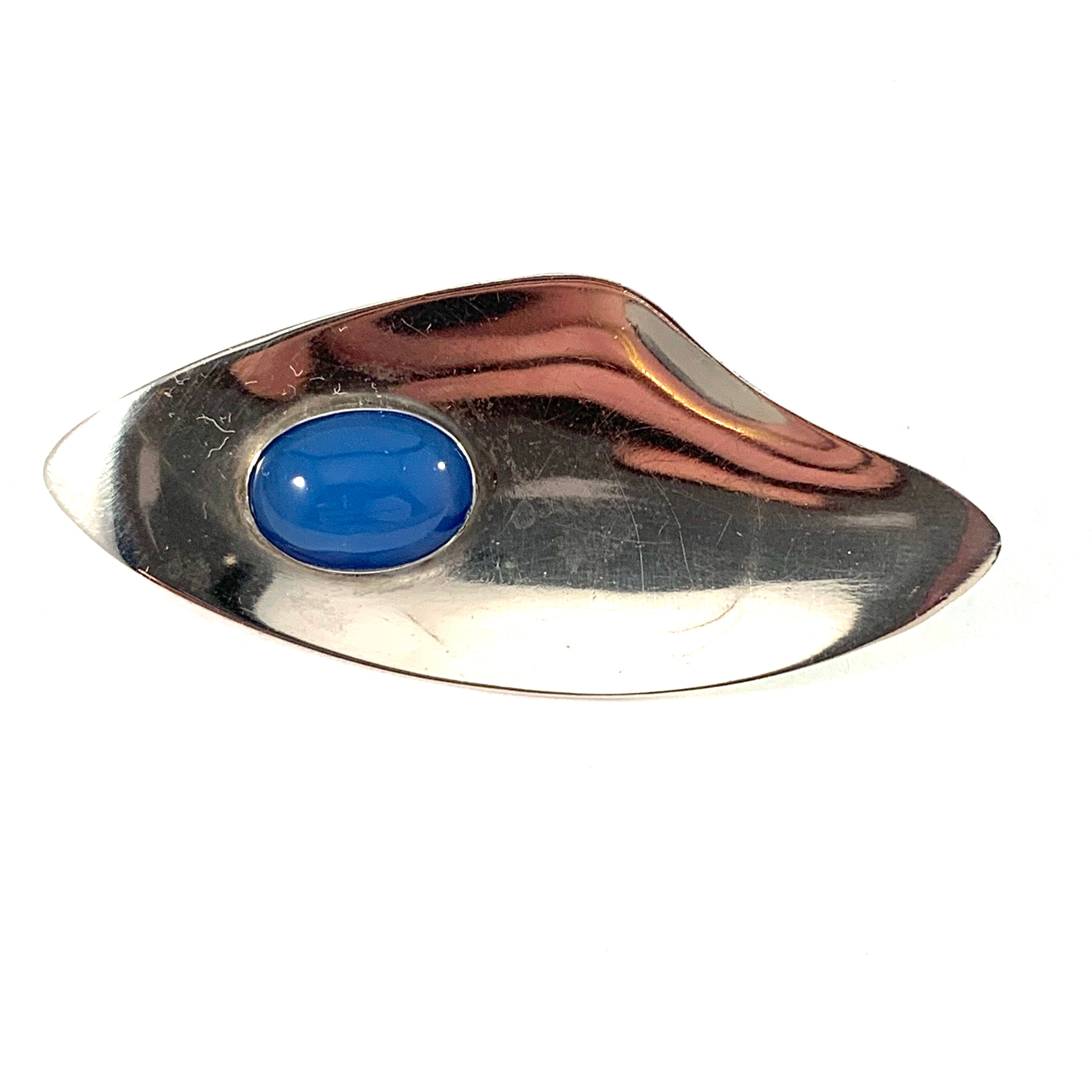 Pinco, Stockholm 1958. Mid Century Modern Sterling Silver Chalcedony Brooch.