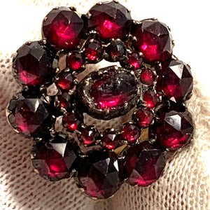 Hugo Strömdahl, Sweden year 1940 War-time 18k Gold Garnet Ring. Face Antique.
