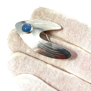 Pinco, Stockholm 1960. Mid Century Modern Sterling Silver Chalcedony Brooch.