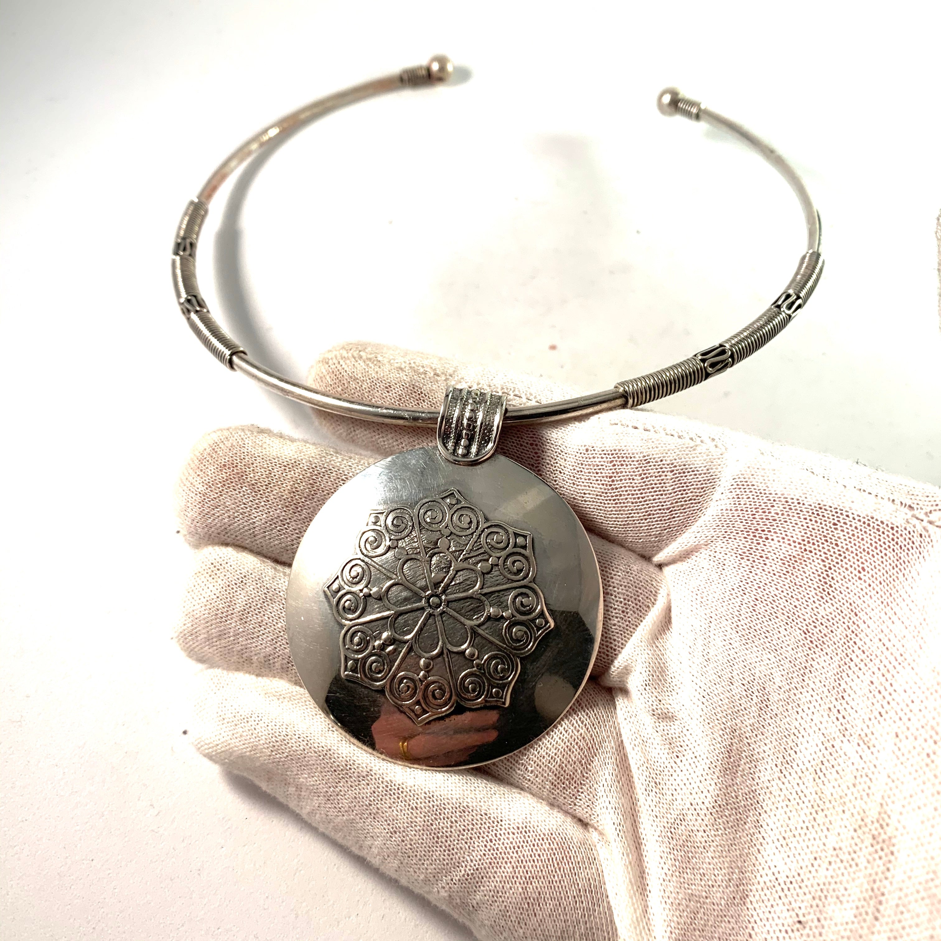 Egypt Vintage Solid Silver Collar Necklace.