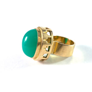 Anders Högberg, Gothenburg 1966. Massive 18k Gold Chrysoprase Ring.