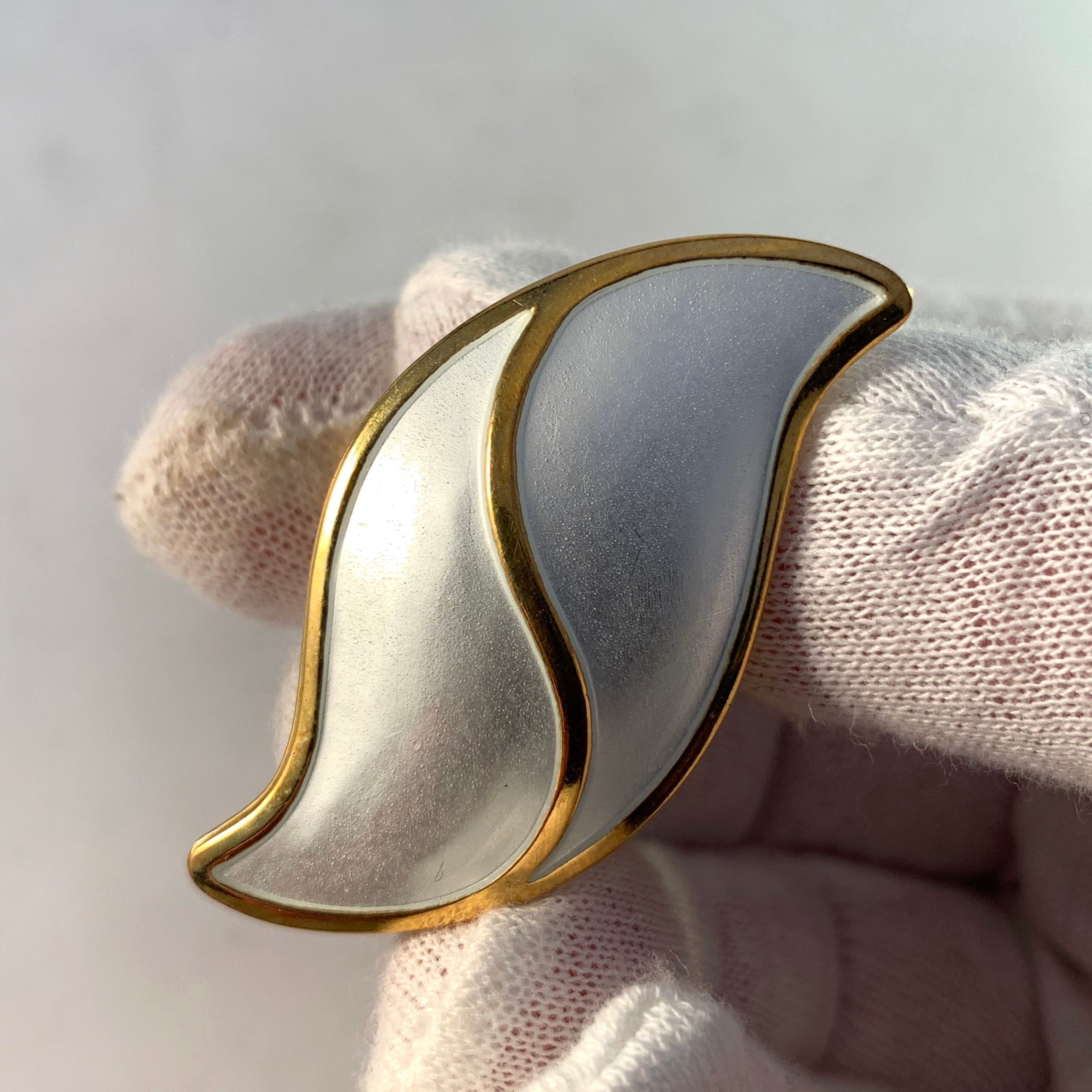 Synnøve Korssjøen, for David Andersen, Norway. Bold Vintage Sterling Silver White Enamel Ring.