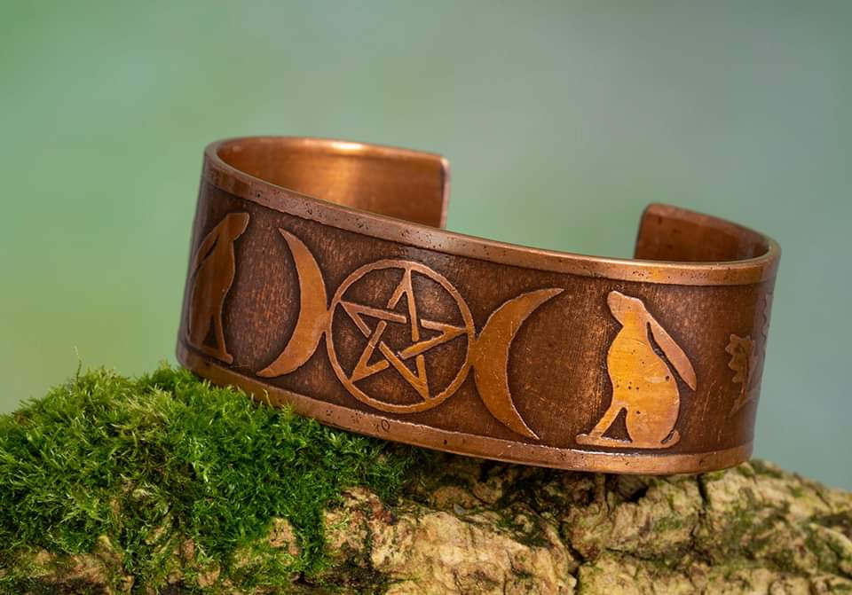 Wiccan Triple Moon Pentagram, Hares and Oakleaf Cuff Bracelet Armband