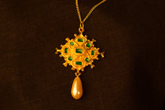 Enamel pendant with pearl - W-09