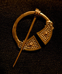 Small Celtic Pennanular brooch with Dots - R-21