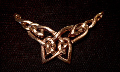 Knot pendant with wings! - F-07
