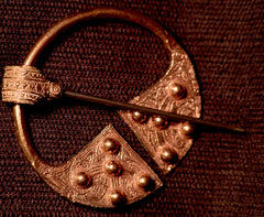 Pennanular Brooch - Celtic with knobs! - W-39