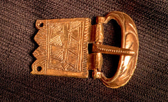 A Norman belt buckle with lines - X-80