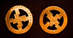 Round brooch set with openwork - X-69