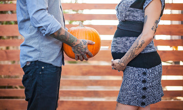 pregnant-couple-announcement-with-pumpkin
