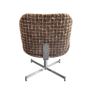 MID-CENTURY CURVED ARMCHAIR IN BROWN AND WHITE BOUCLÉ ON CHROME BASE - Flair Home Collection