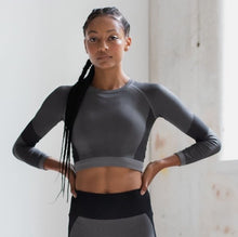 Load image into Gallery viewer, SEAMLESS LONG SLEEVE CROP TOP - light grey/black