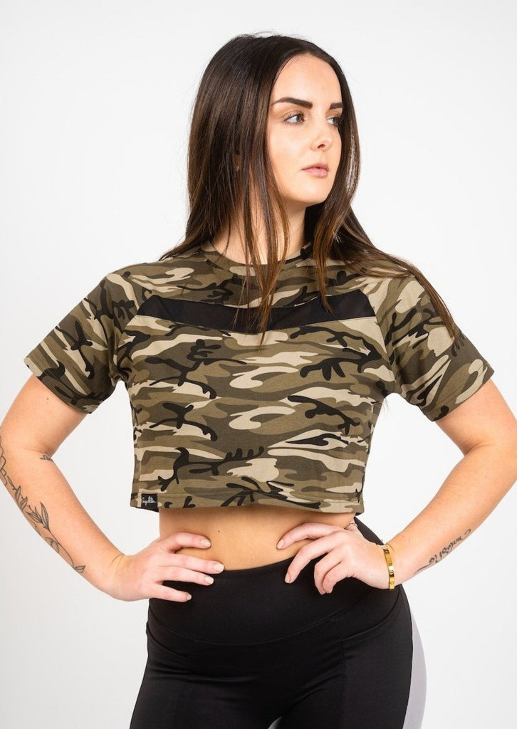 HUSTLE CAMO CROP TEE