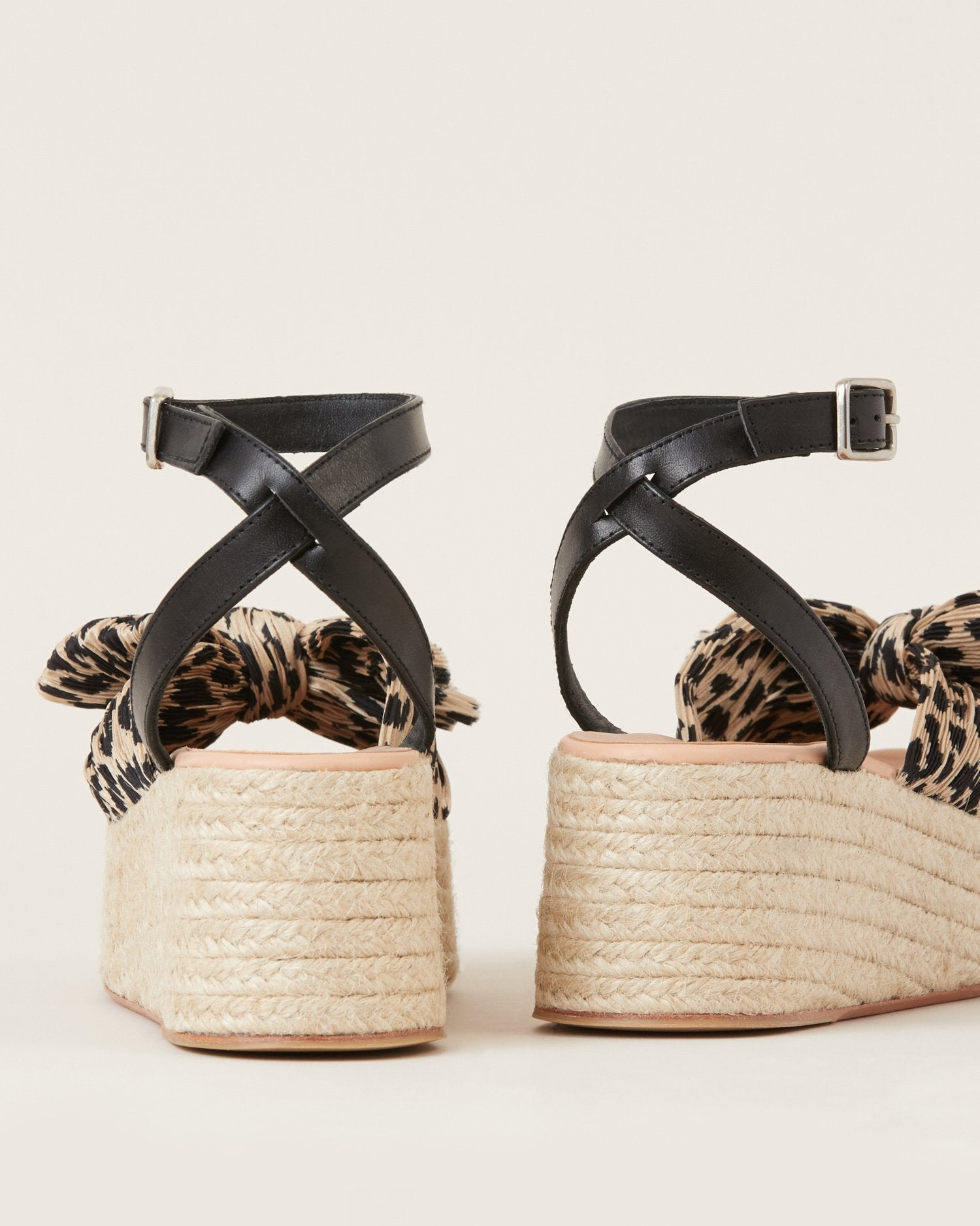 Color: Leopard; Color: Leopard