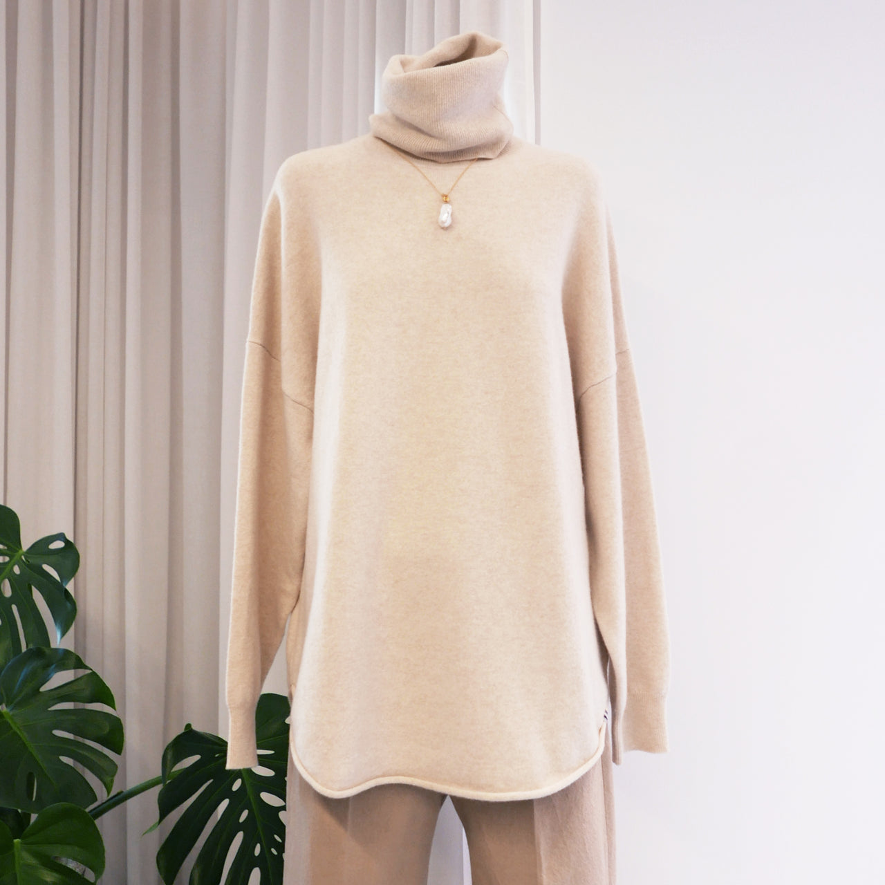 Roll Cashmere Sweater in Latte