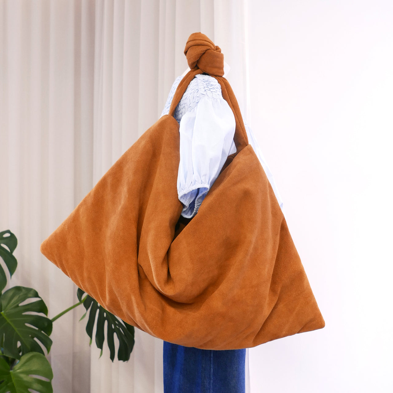 Square Bag Medium in Suede Cognac