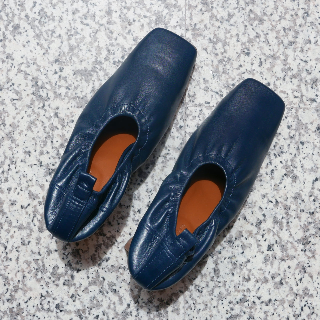 Edie Pump In Leather Shiny Navy
